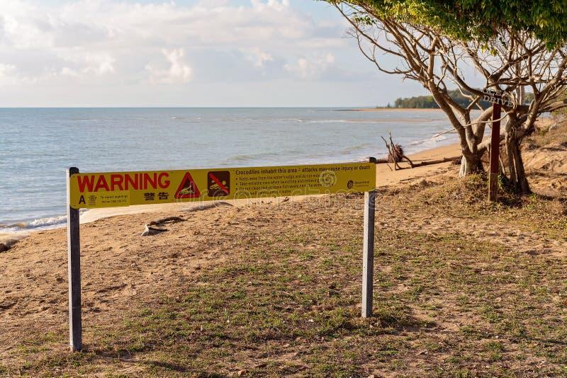 Остерегитесь знака крокодилов стоковые изображения