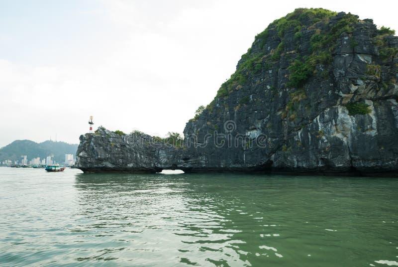Острова в заливе Halong стоковое изображение rf