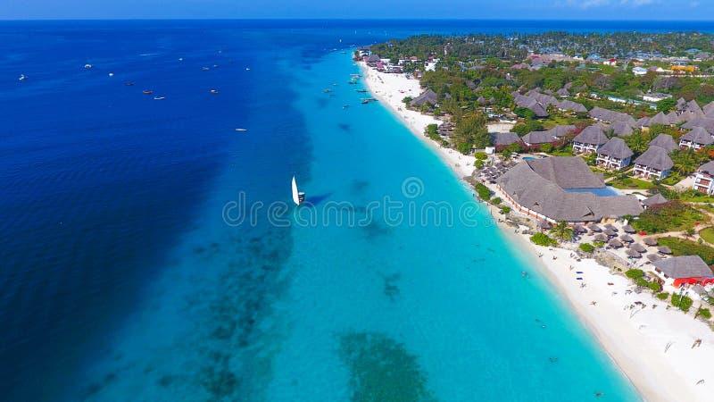 Острова рая Вид с воздуха пляжа Занзибара стоковые фото