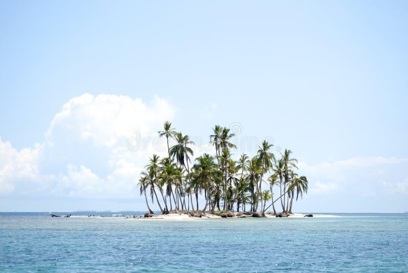 Острова рая в Guna Yala, Kuna Yala, Сан Blas, Панаме Заход солнца Восход солнца стоковые фотографии rf