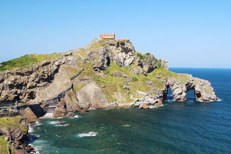 Островок Gaztelugatxe, Испания стоковые фото