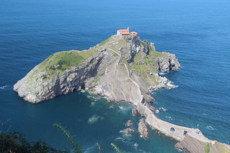 Островок Gaztelugatxe, Испания стоковое изображение
