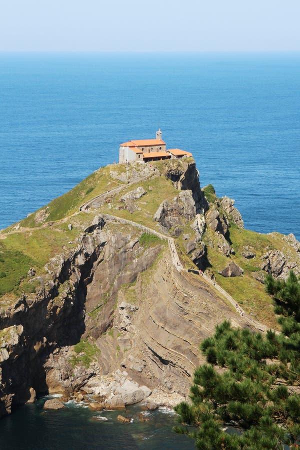 Островок Gaztelugatxe, Испания стоковая фотография