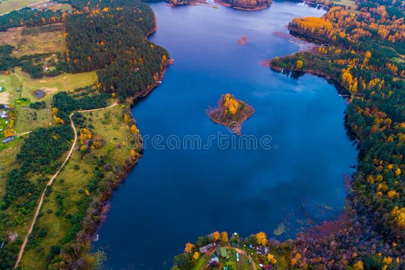 Остров антенны озера стоковая фотография rf