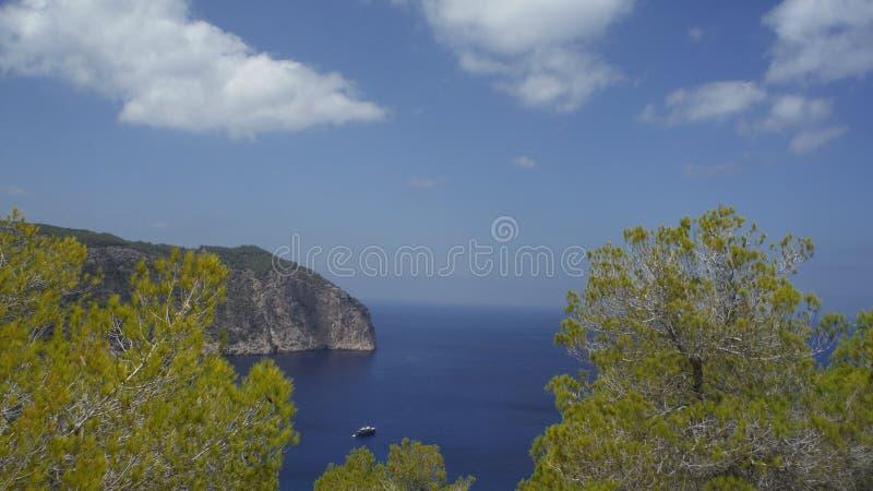 Остров и horizont стоковые фотографии rf