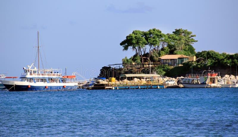 Остров камеи и порт Sostis ажио в Закинфе стоковое фото rf