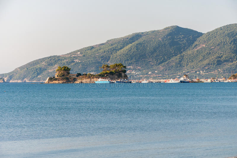 Остров камеи и порт Sostis ажио на Закинфе стоковые фото