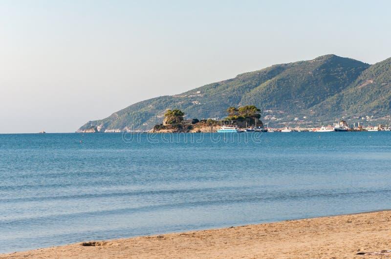 Остров камеи и порт Sostis ажио на Закинфе стоковое изображение