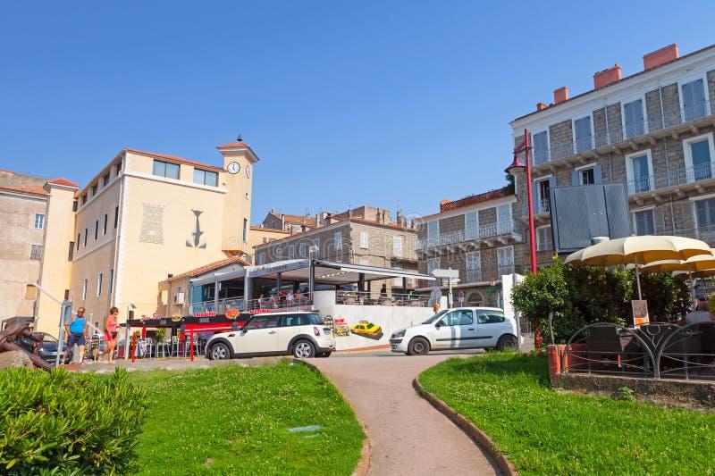 Остров Корсики, взгляд улицы портового города Propriano курорта стоковое изображение rf