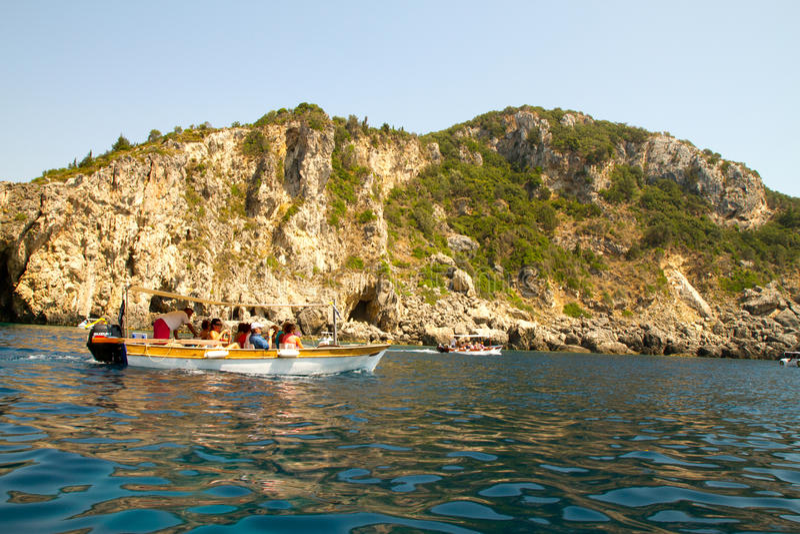 Download Остров Корфу, Греция редакционное изображение. изображение насчитывающей bluets - 33735225