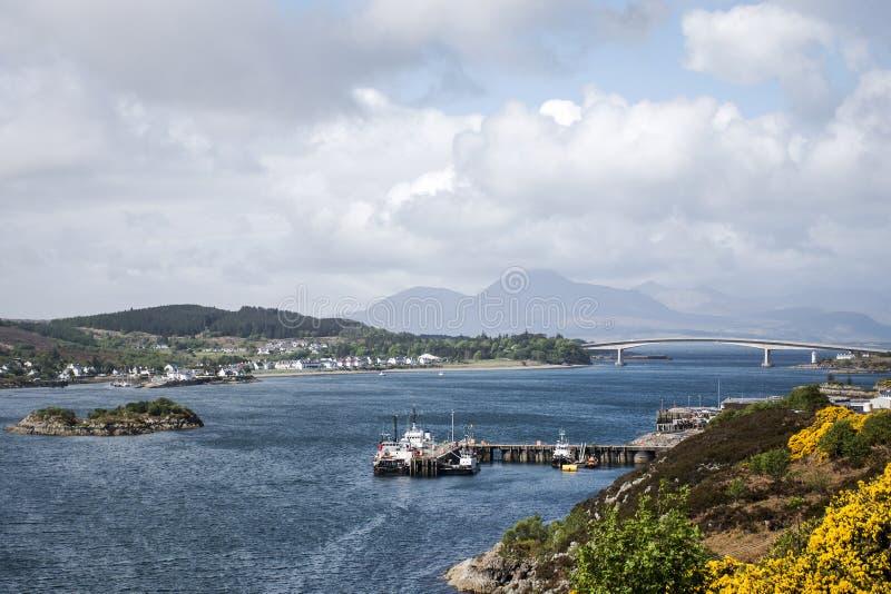 Остров моста 2 моря взгляда панорамы Шотландии Великобритании неба стоковое фото rf