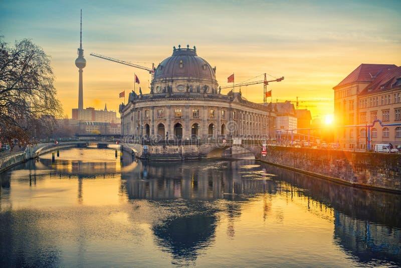 Остров музея на реке на восходе солнца, Берлине оживления стоковые изображения rf