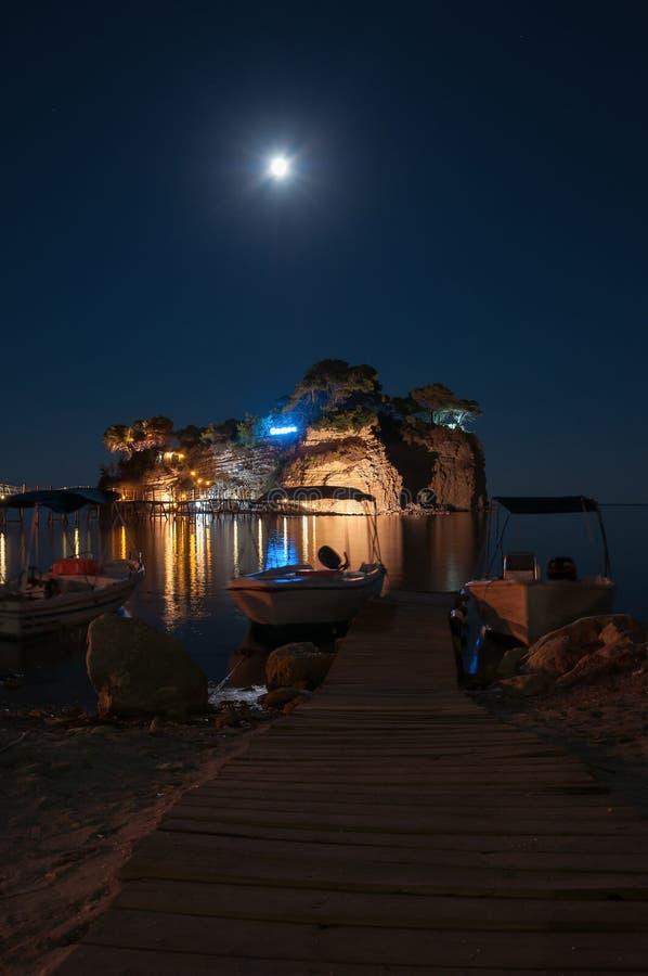 Остров на ноче, Zakynhtos камеи, Греция стоковое фото rf