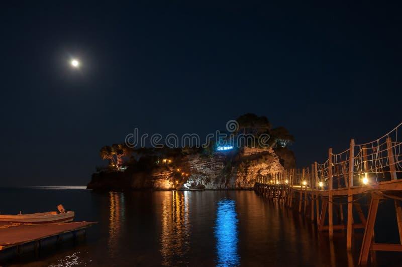 Остров на ноче, Zakynhtos камеи, Греция стоковое фото