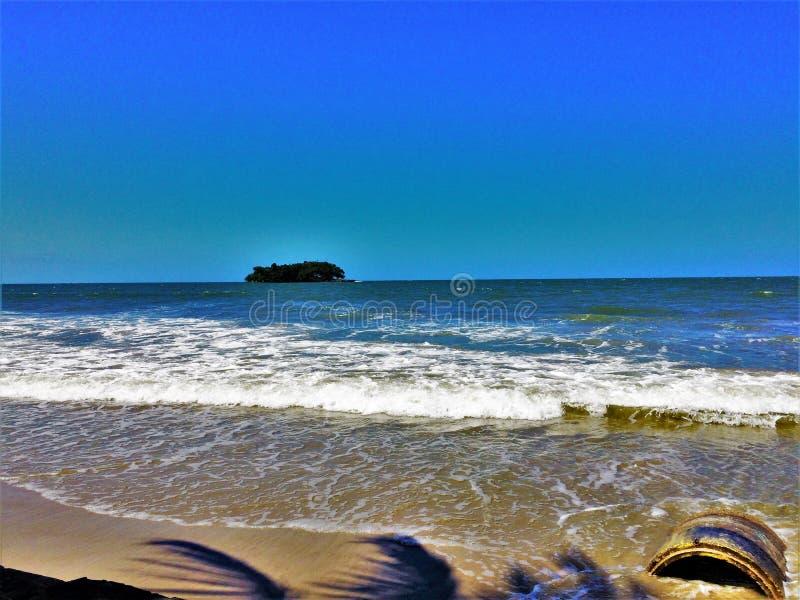 Остров от земли стоковая фотография rf