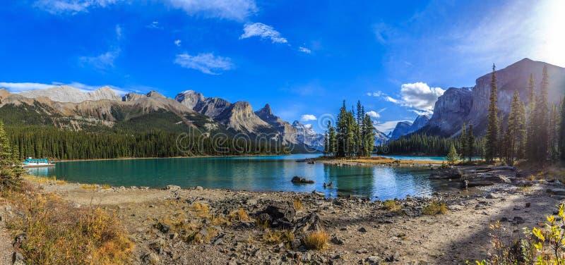 Остров духа на озере Maligne стоковая фотография rf