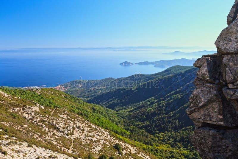 Download Остров Эльбы - Италия стоковое изображение. изображение насчитывающей солнечно - 41657401