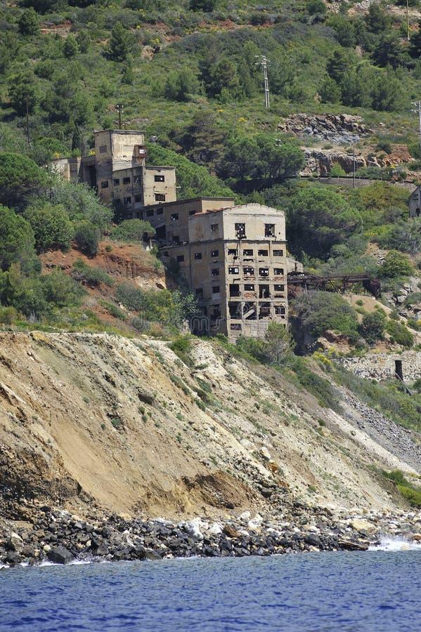 Остров Эльбы покинул железную шахту стоковое фото