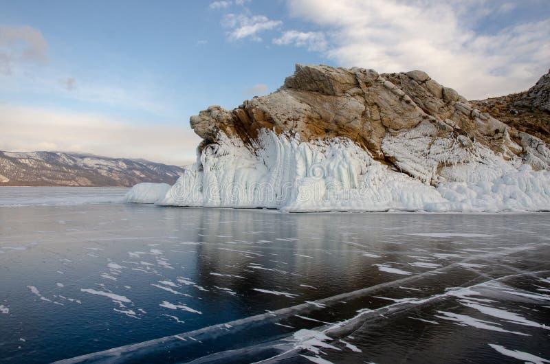 Остров icebound Lake Baikal стоковые фотографии rf