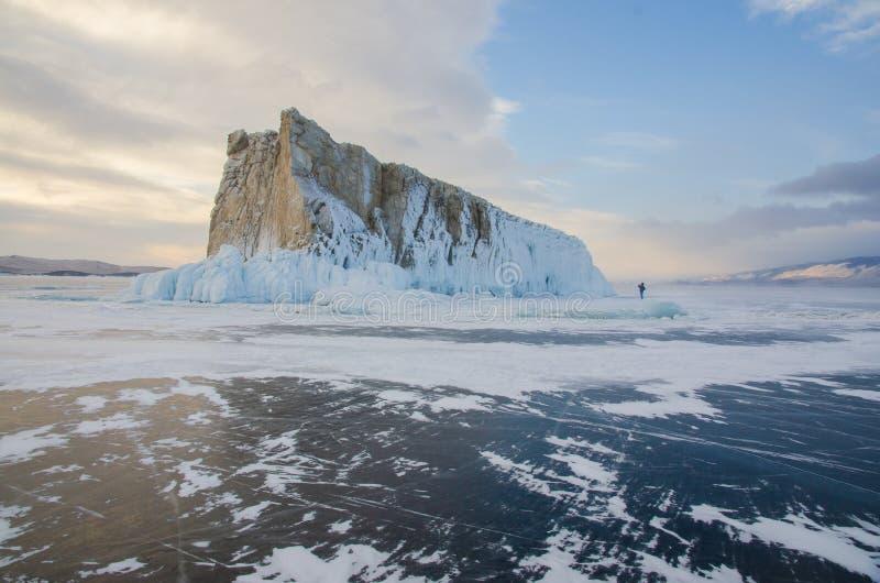 Остров icebound Lake Baikal стоковые изображения