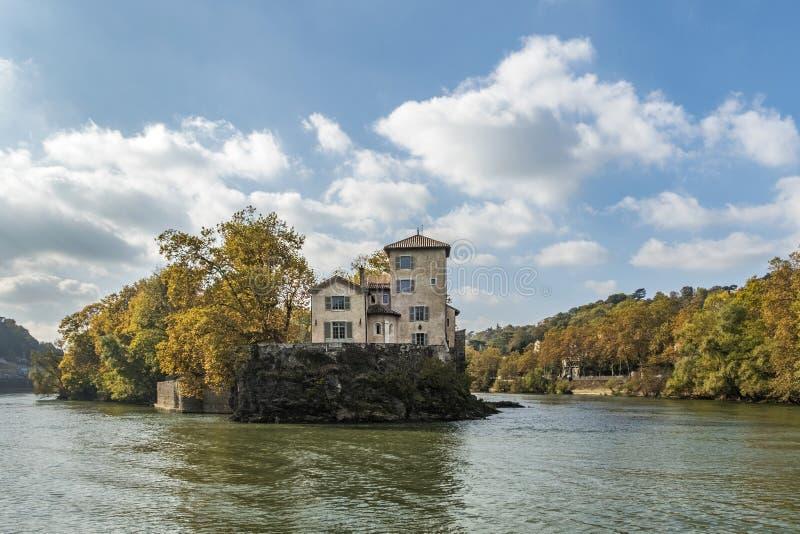 Остров Ile Barbe в Saone, в девятом arrondissement Лиона стоковое изображение rf