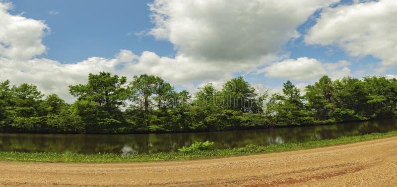 Остров Rd удовольствия обеспечивает доступ к посадкам шлюпки Arbonne ` озера d и большим водным видам спорта стоковая фотография rf