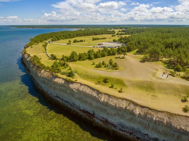 Остров Saarema, Эстония: Скала Panga или Mustjala стоковая фотография rf