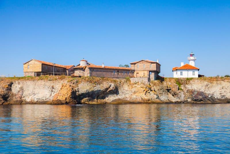 Остров St Анастасии черная Болгария заволакивает волны моря белые стоковое фото rf