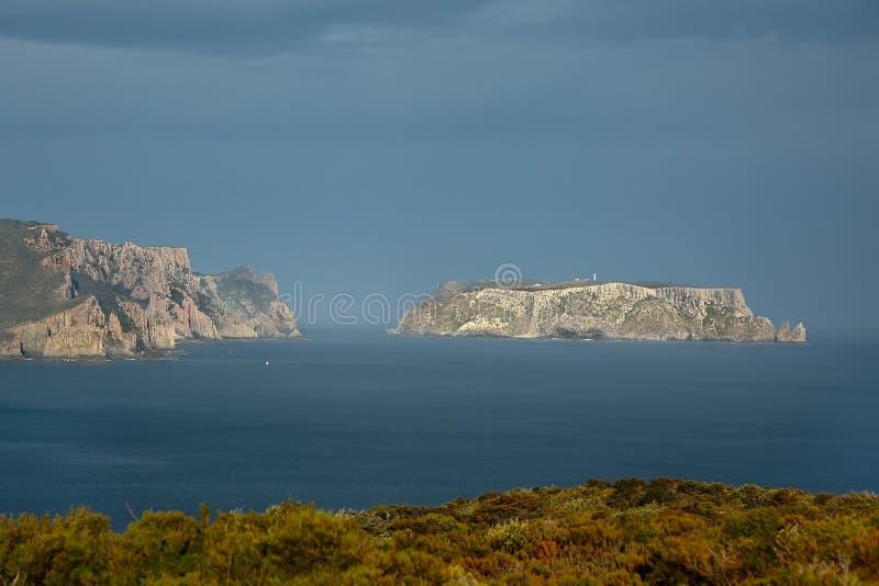 Остров Tasman и штендер накидки стоковое изображение