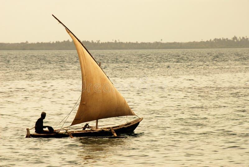 Download остров zanzibar рыболова стоковое фото. изображение насчитывающей ветрило - 477434