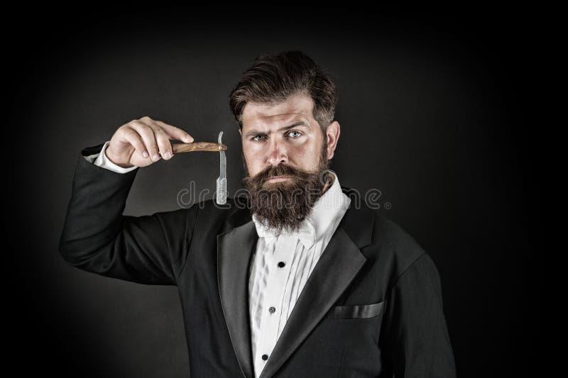 Острое лезвие Вырастите усик Растя и поддерживая усик Человек с усиком Холить бороды и усика r стоковое изображение