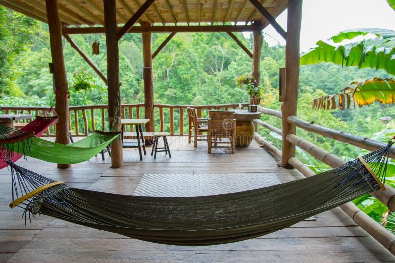 Ослаблять в хате бамбука леса стоковое фото rf