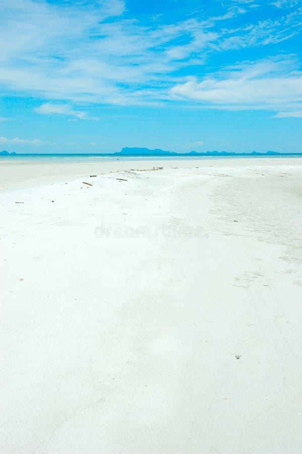 Download отбеленный песок стоковое изображение. изображение насчитывающей таиланд - 1183635