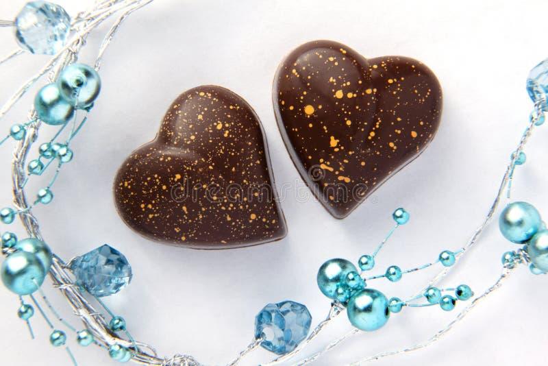 отбортовывает голубые сердца шоколада стоковые изображения