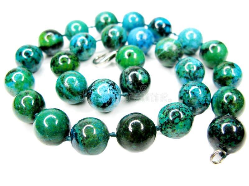 отбортовывает ожерелье chrysocolla самоцветное стоковое изображение