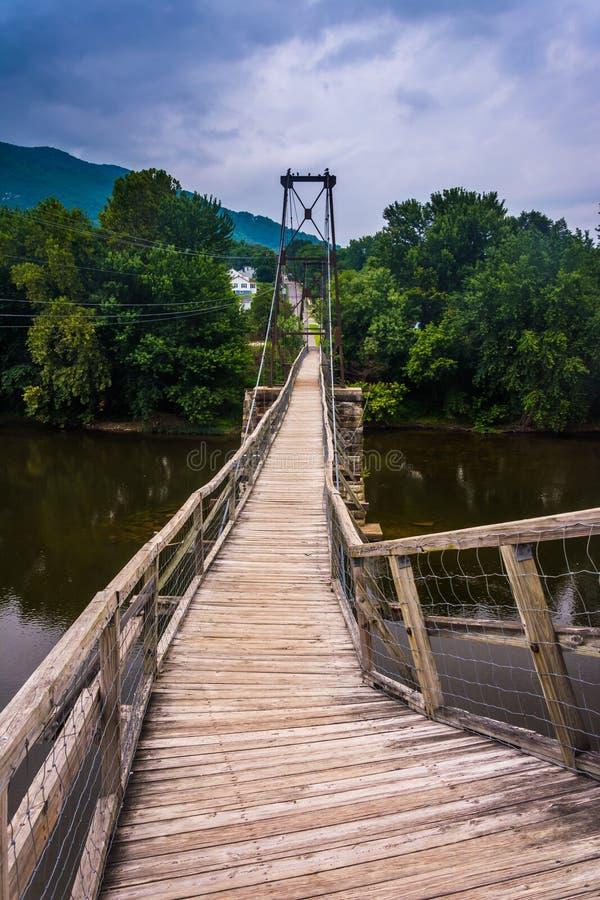 Отбрасывая мост в Buchanan, Вирджинии стоковые изображения rf
