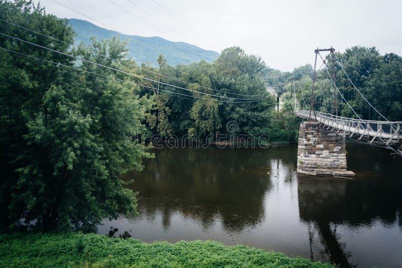 Отбрасывая мост в Buchanan, Вирджинии стоковое изображение