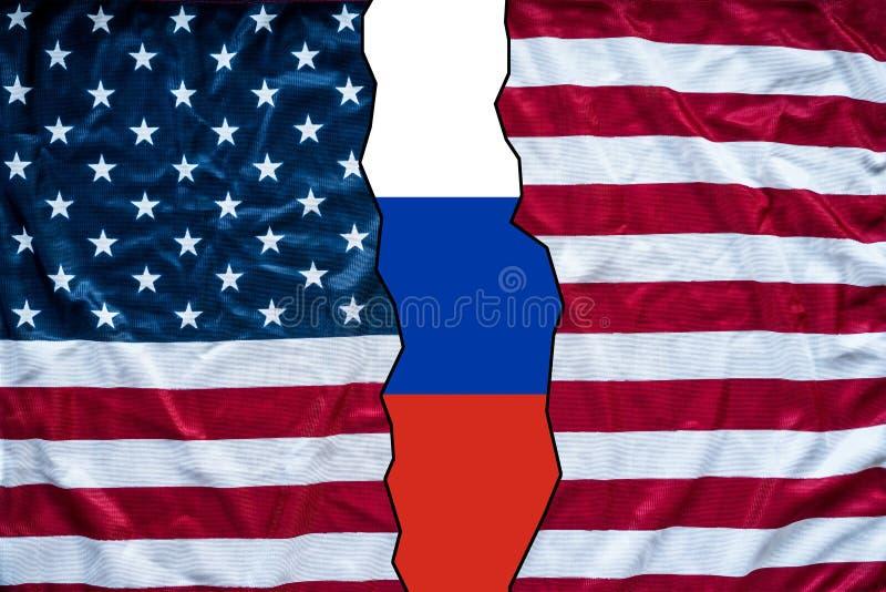 Отверстие американского флага для того чтобы показать флаг России стоковые изображения rf