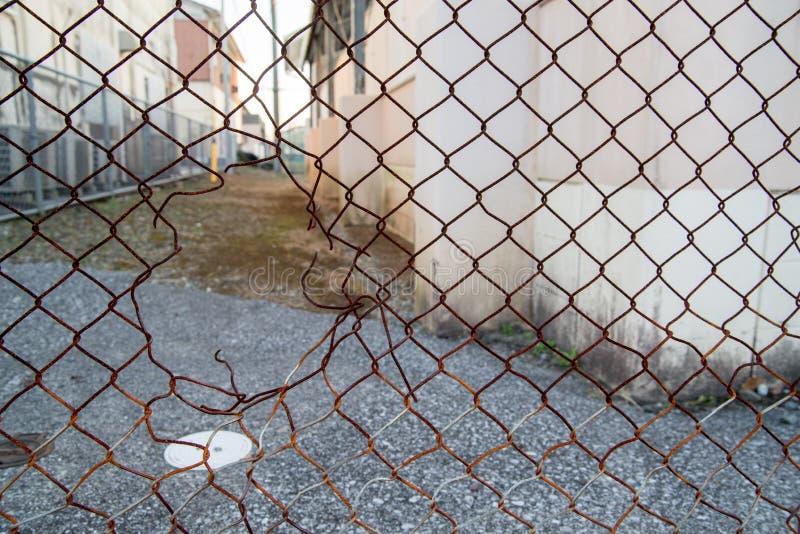 Отверстие в загородке металла стоковая фотография