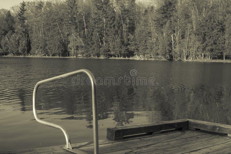 Отверстие заплывания на озере в утре лета в Мичигане с стоковая фотография rf