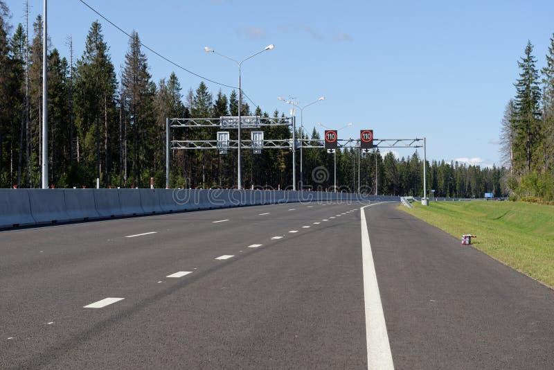 Отверстие нового простирания шоссе Novopriozersk стоковое фото rf