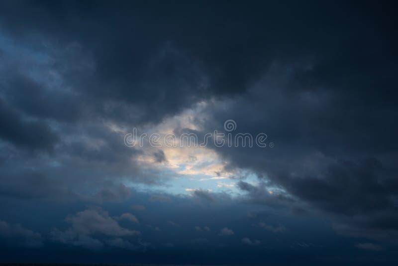 Отверстия в небе стоковые изображения