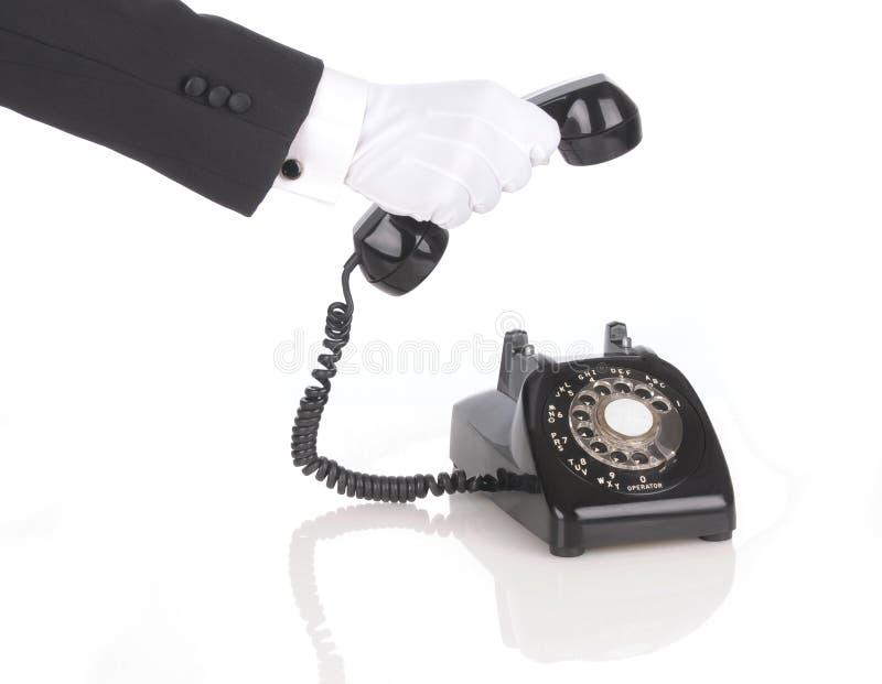 отвечая телефон дворецкия стоковые изображения rf