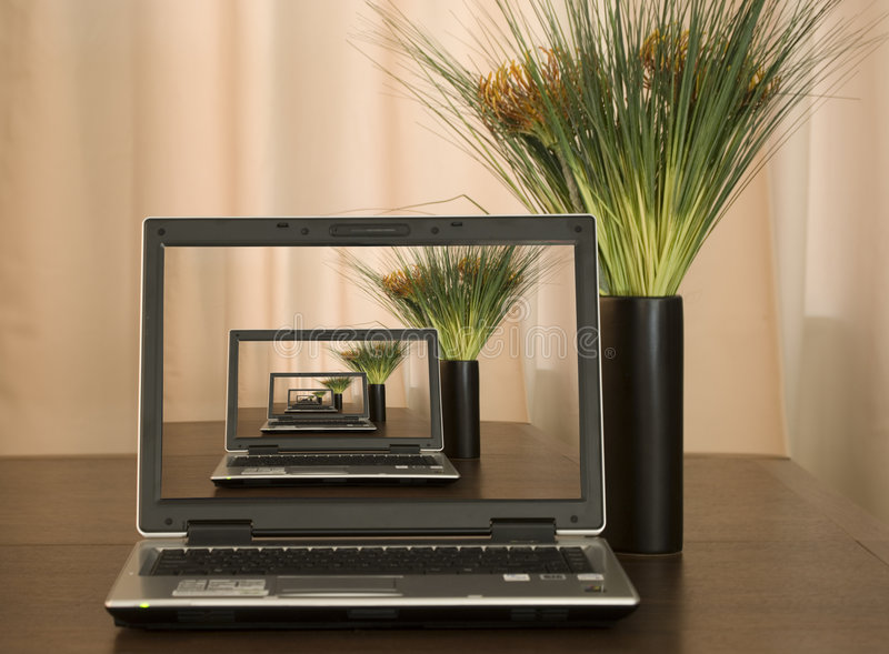 отголоски компьютера стоковое фото