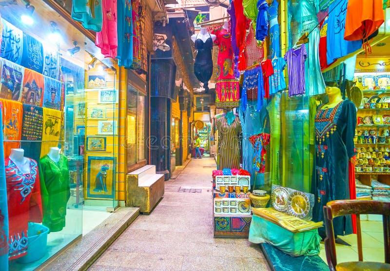 Отдел одежды рынка Khan el-Khalili, Каира, Египта стоковые изображения