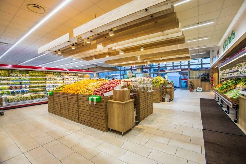 Отдел фрукта и овоща с многочисленными разнообразиями стоковые изображения
