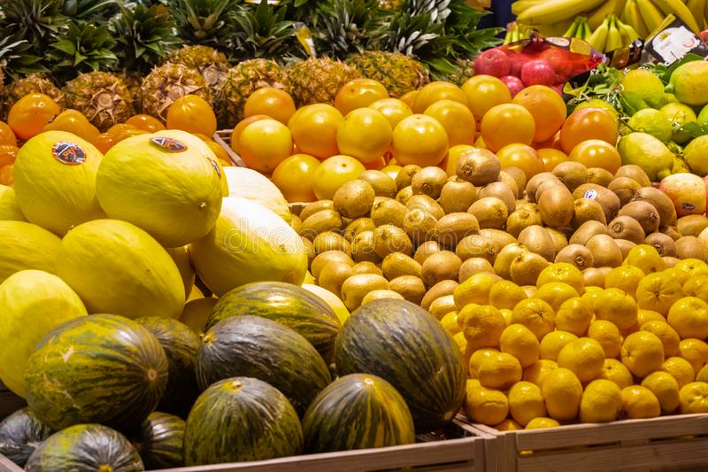 Отдел фрукта и овоща с многочисленными разнообразиями стоковое изображение