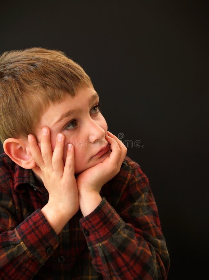 отдыхать рук стороны мальчика стоковая фотография rf