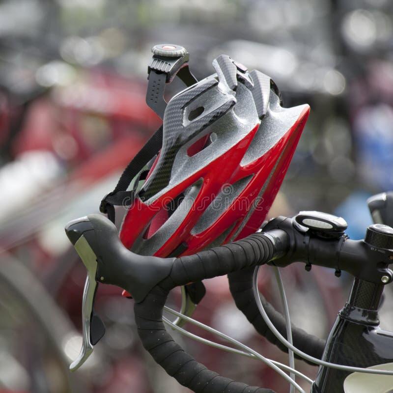 отдыхать шлема handlebars красный стоковая фотография rf