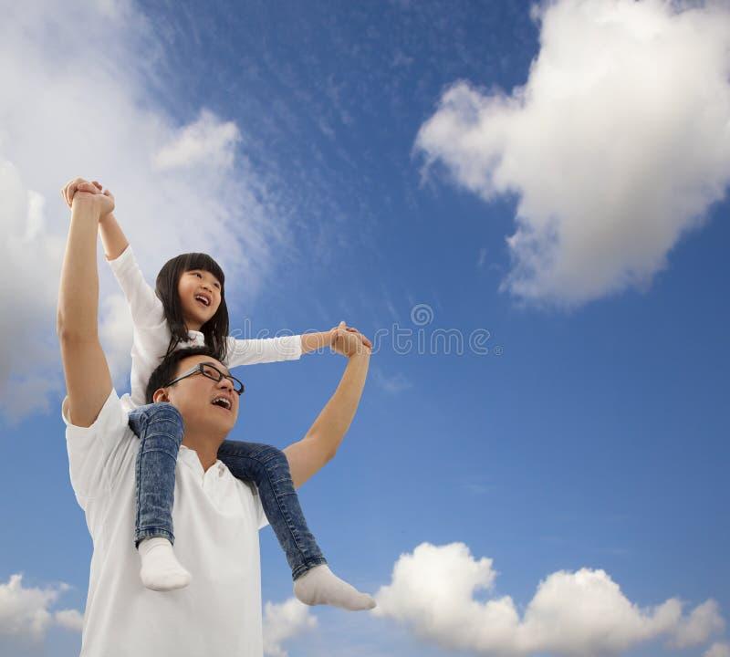 отец дочи счастливый совместно стоковое изображение rf
